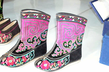 Picture of another style of ladies Mongolian Boots