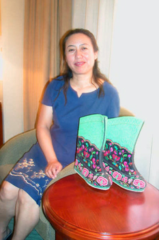 Maker of traditional ethnic shoes from Hohhot, Inner Mongolia